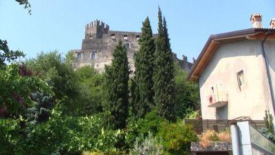 15 A hurá na hrad..