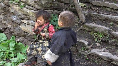 5c) nepálská děcka