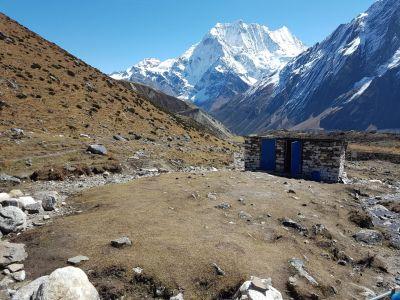 10d) dharmasala -záchody 4460 m
