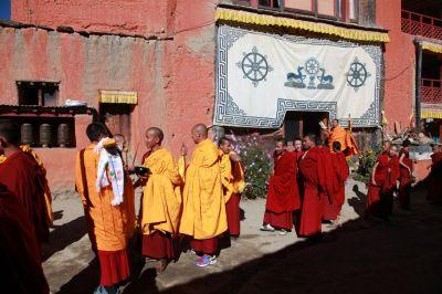 4d Skupina mnichů