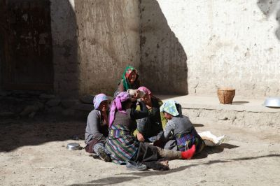 6c Pracující ženy v ulicích Lo Manthangu