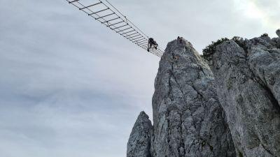 7) Exponovný 40 metrů dlouhý žebřík