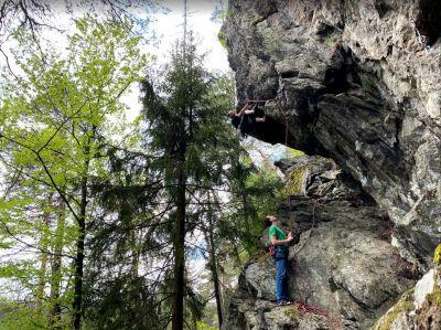 Lezení na skalách s lanem