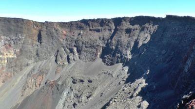 Kráter sopky Piton de la Fournaise 2632 m